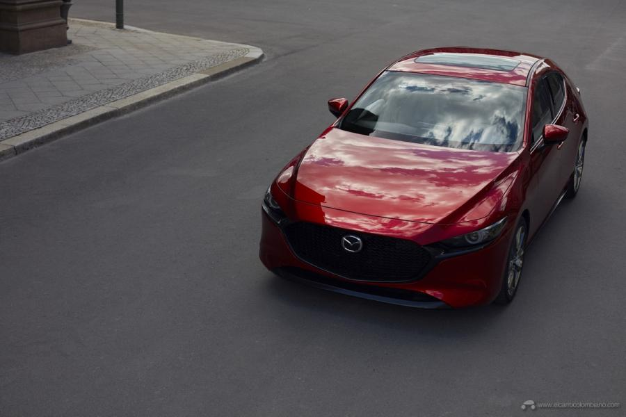 01_Mazda3_5HB_EXT_1