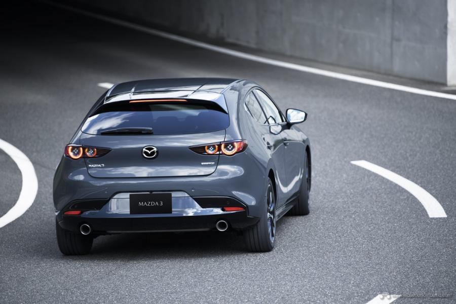 11_Mazda3_5HB_EXT_Polymetal-Gray-Metallic_11