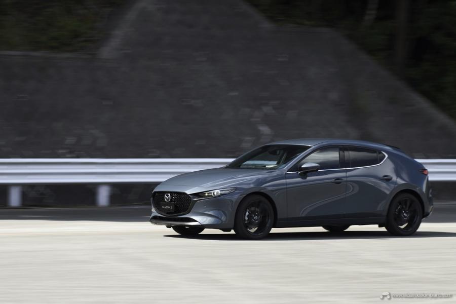 12_Mazda3_5HB_EXT_Polymetal-Gray-Metallic_12