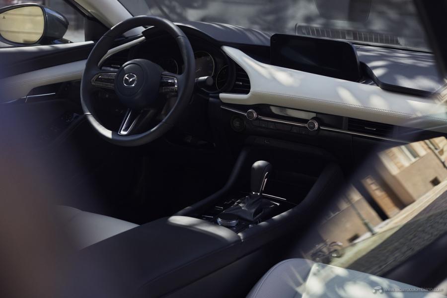 26_Mazda3_SDN_INT_2