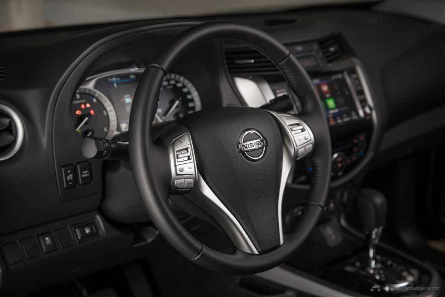 Nissan Navara Double Cab - Steering wheel