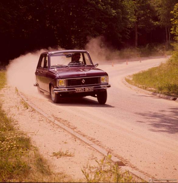Renault_6-12711