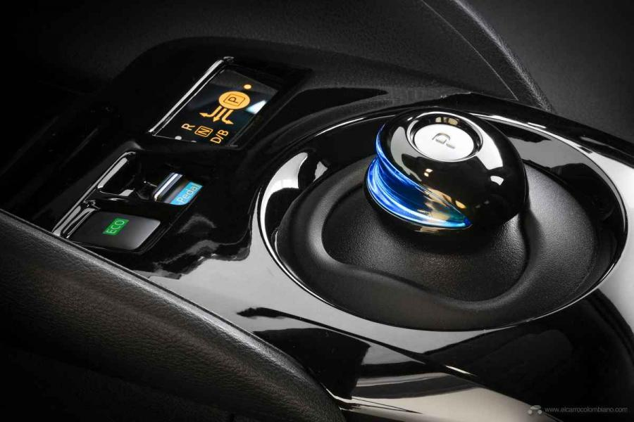 Nissan-LEAF-2020-Interior-07