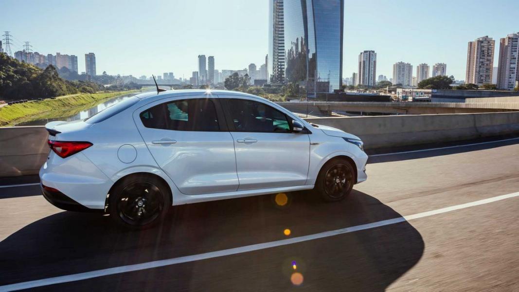 Fiat-Cronos-HGT-2020-30