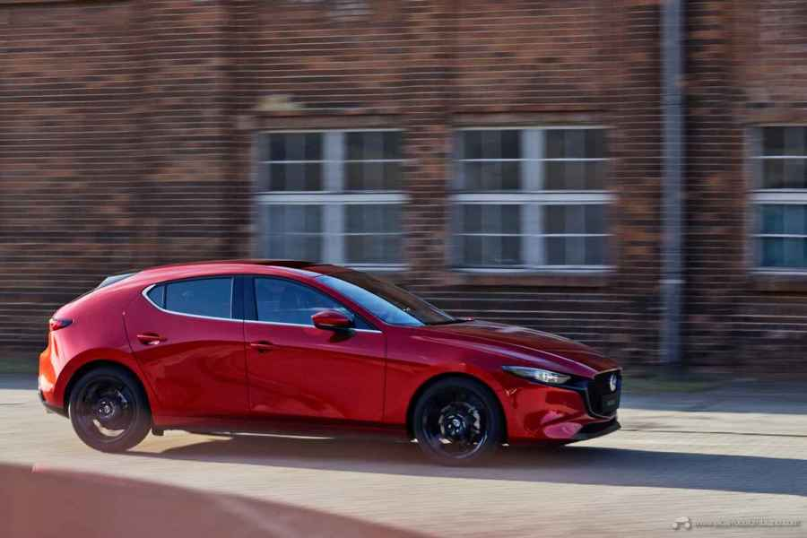 2018_Mazda3_5HB_19CY_BRD_2nd_GER_LHD_C11_EXT_Side_GRAN-TOURING-Y-GRANTOURING-LX