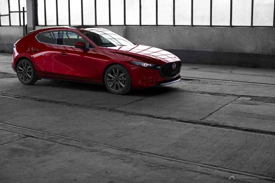 2018_Mazda3_5HB_19CY_BRD_2nd_GER_LHD_C12_EXT_FQ_GRAN-TOURING-Y-GRANTOURING-LX