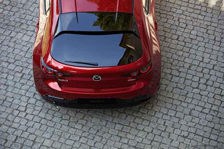 2018_Mazda3_5HB_19CY_BRD_2nd_GER_LHD_C35_EXT_Rear_Gran-Touring-y-Gran-Touring-LX