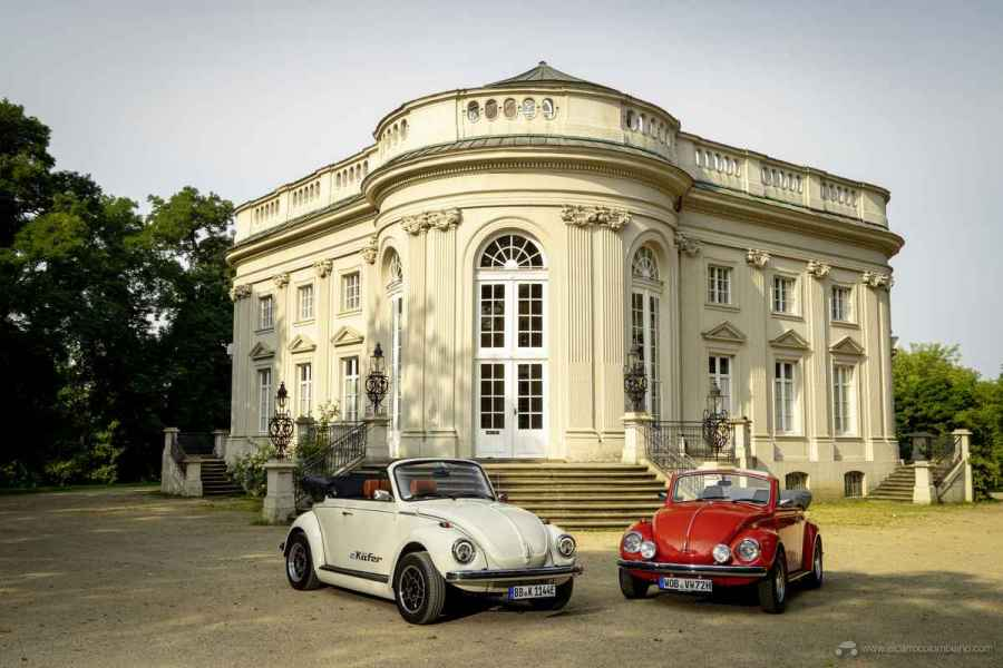 The e-Beetle and a red Beetle with boxer engine