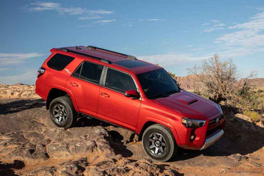 20_Toyota_4Runner_TRD_Off-Road_01