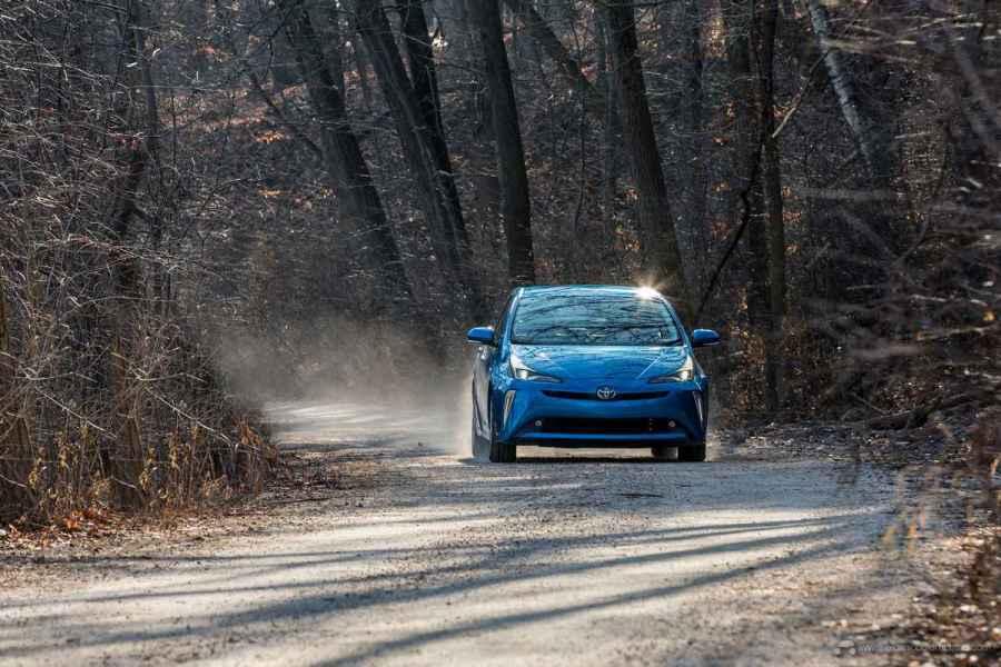 2020_Prius_XLE_AWD-e_Blue_06
