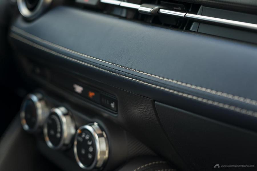 2020-Mazda2_Interior_15_hires