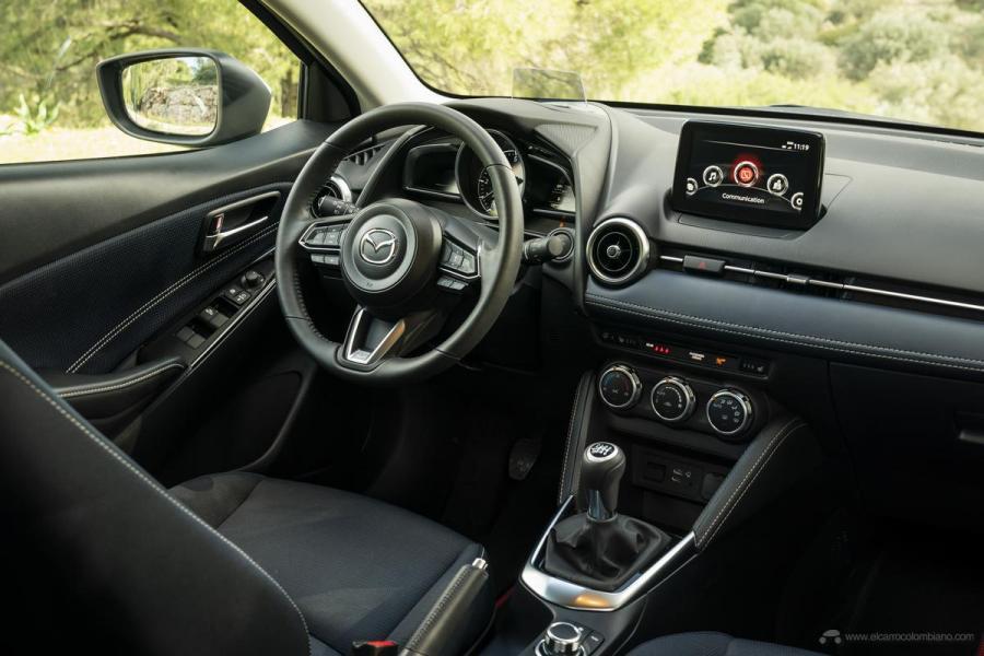 2020-Mazda2_Interior_18_hires