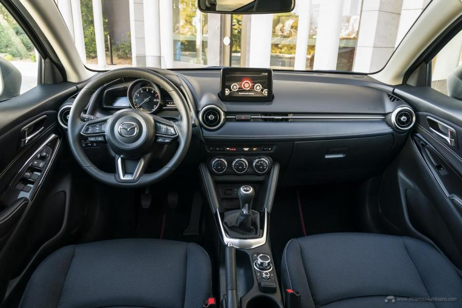 2020-Mazda2_Interior_1_hires