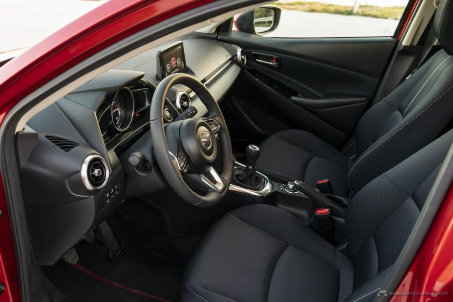2020-Mazda2_Interior_29