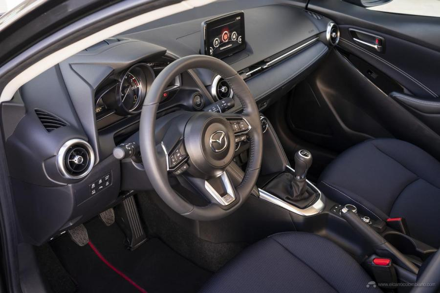 2020-Mazda2_Interior_3_hires