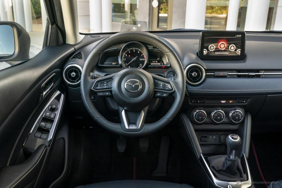 2020-Mazda2_Interior_4_hires