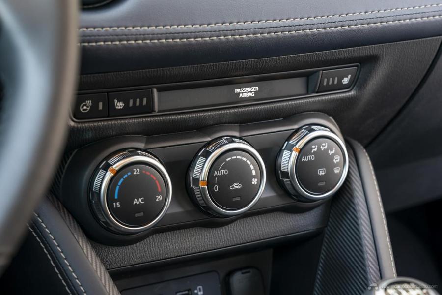 2020-Mazda2_Interior_8_hires