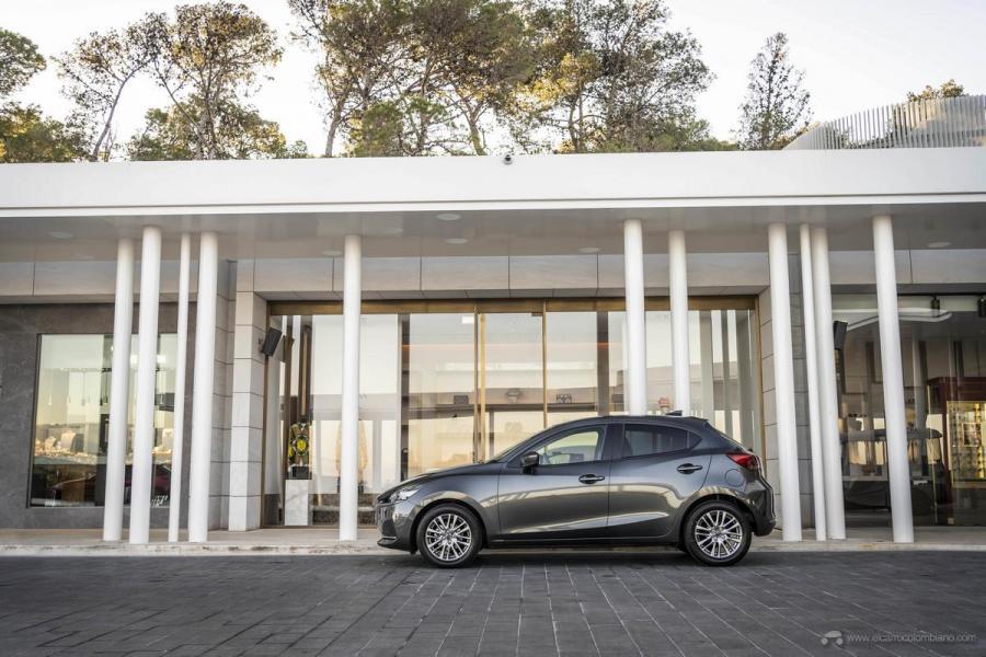 2020-Mazda2_Machine-Grey_Still_10_hires