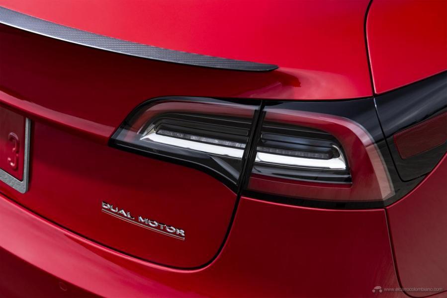 Model-3-Performance-Dual-Motor-Badge