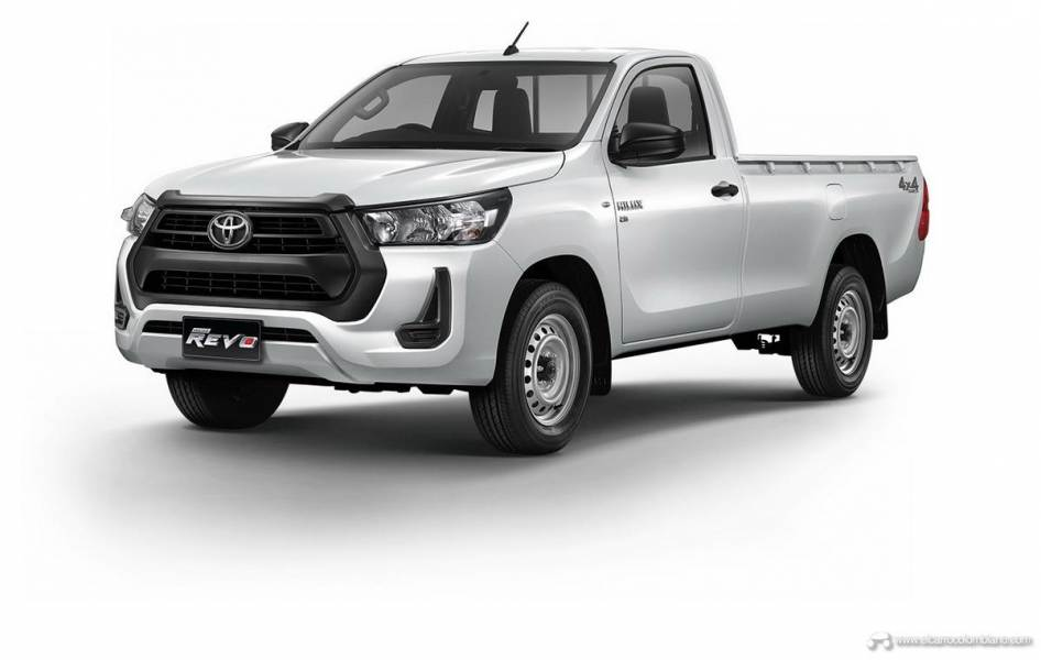 2021-Toyota-Hilux-03