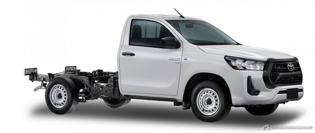 2021-Toyota-Hilux-04