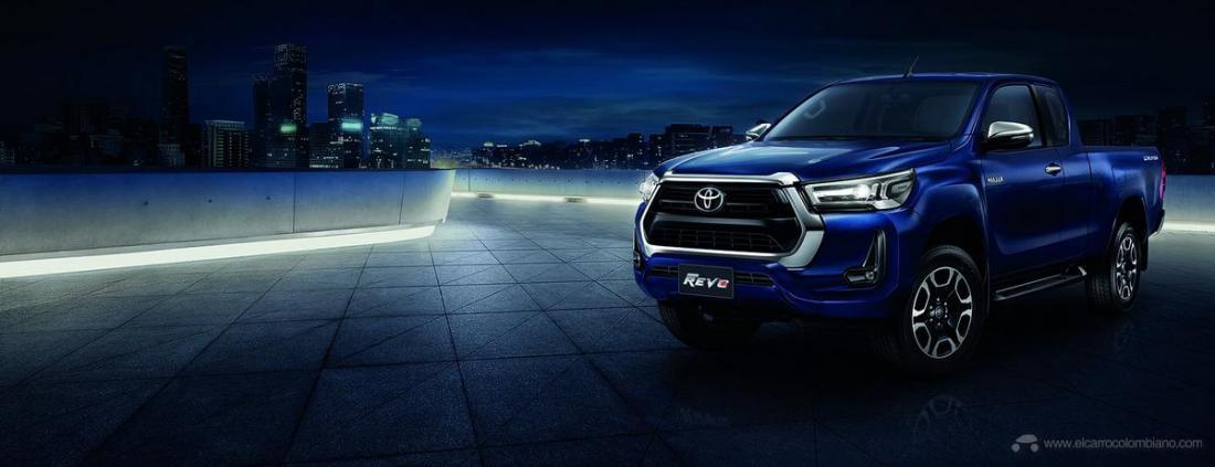 2021-Toyota-Hilux-25