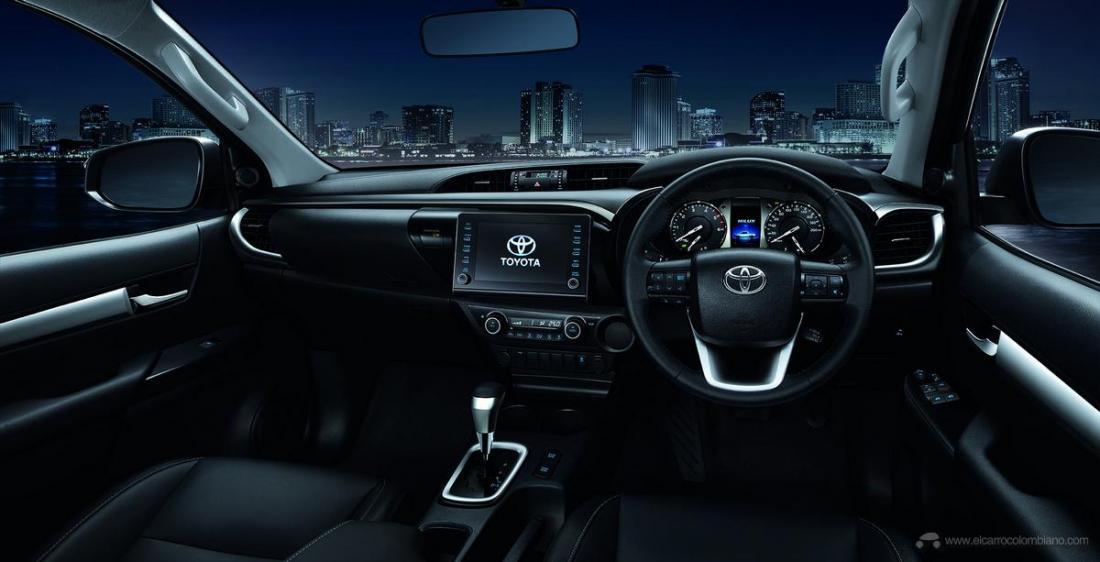2021-Toyota-Hilux-27