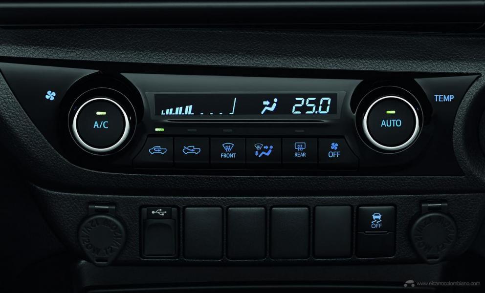 2021-Toyota-Hilux-29