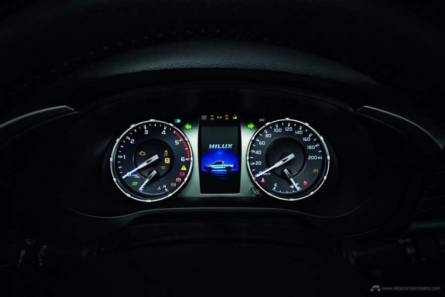 2021-Toyota-Hilux-30