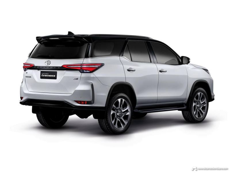 Toyota-Fortuner-31