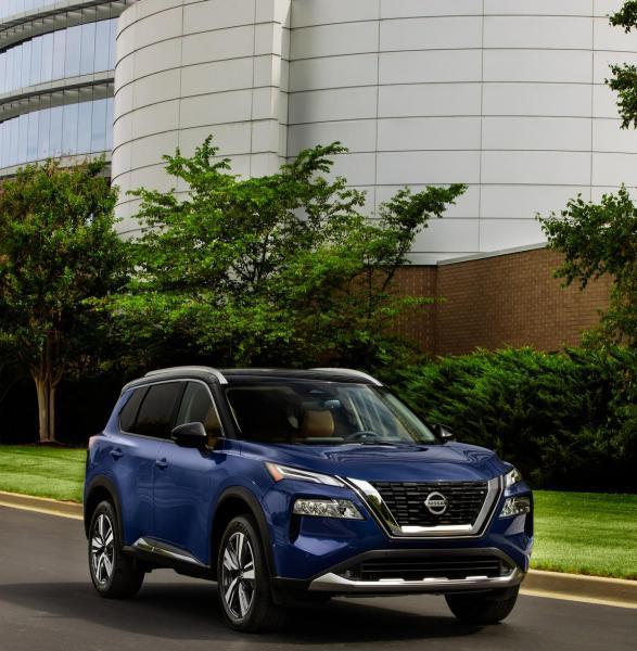 2021-Nissan-Rogue_Blue-15