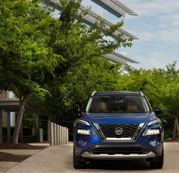 2021-Nissan-Rogue_Blue-16