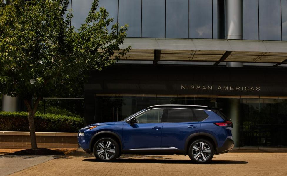 2021-Nissan-Rogue_Blue-17