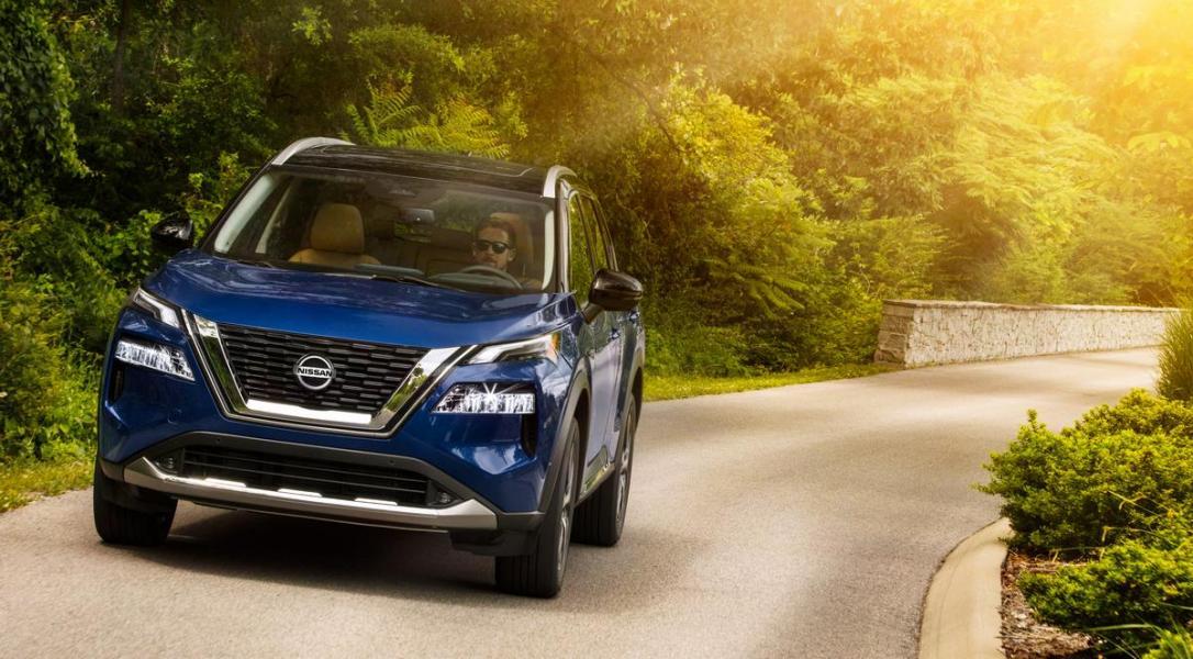 2021-Nissan-Rogue_Blue-3