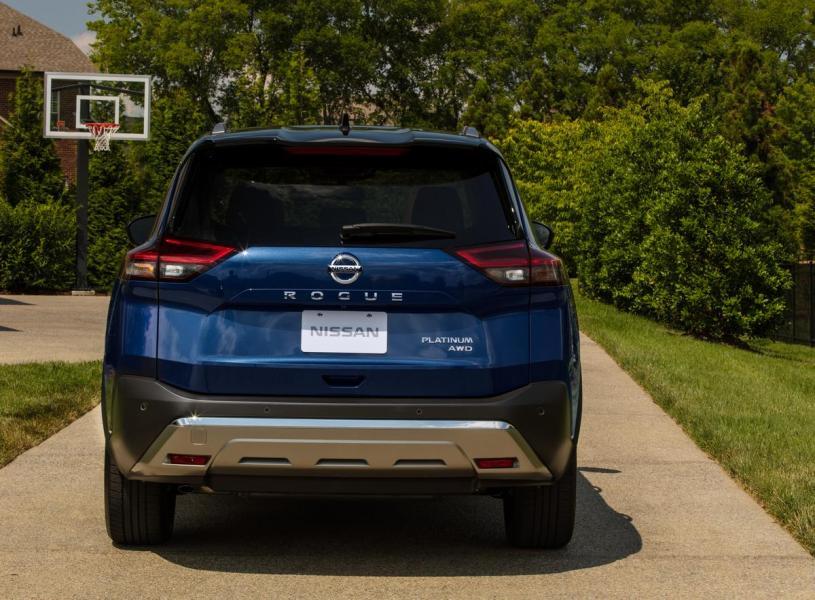 2021-Nissan-Rogue_Blue-31