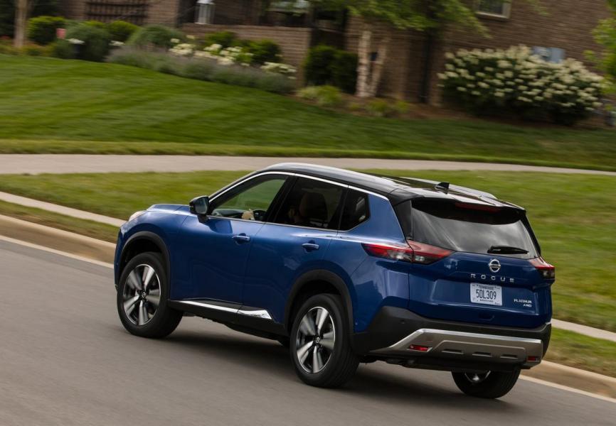 2021-Nissan-Rogue_Blue-9
