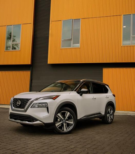 2021-Nissan-Rogue_White_004