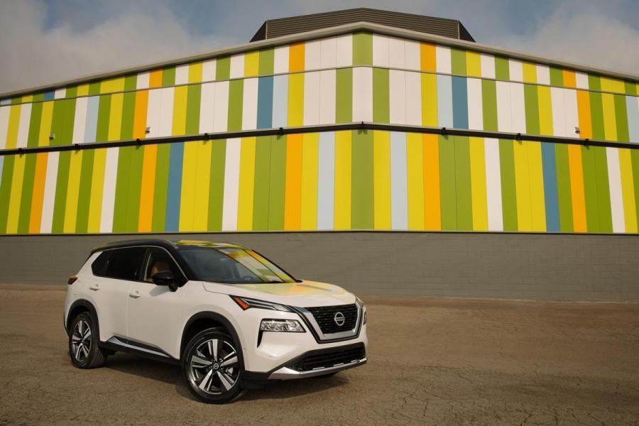 2021-Nissan-Rogue_White_005
