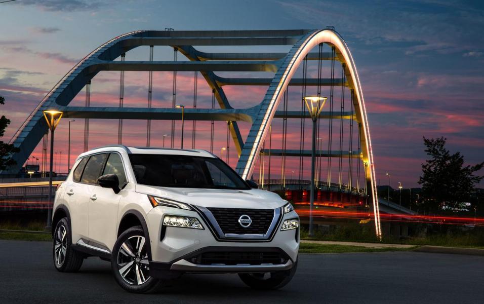 2021-Nissan-Rogue_White_010