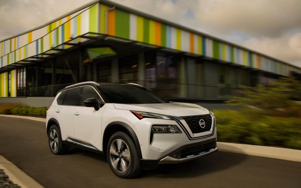2021-Nissan-Rogue_White_012