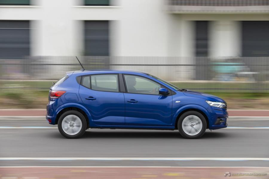 12-2020-New-Dacia-SANDERO-tests-drive