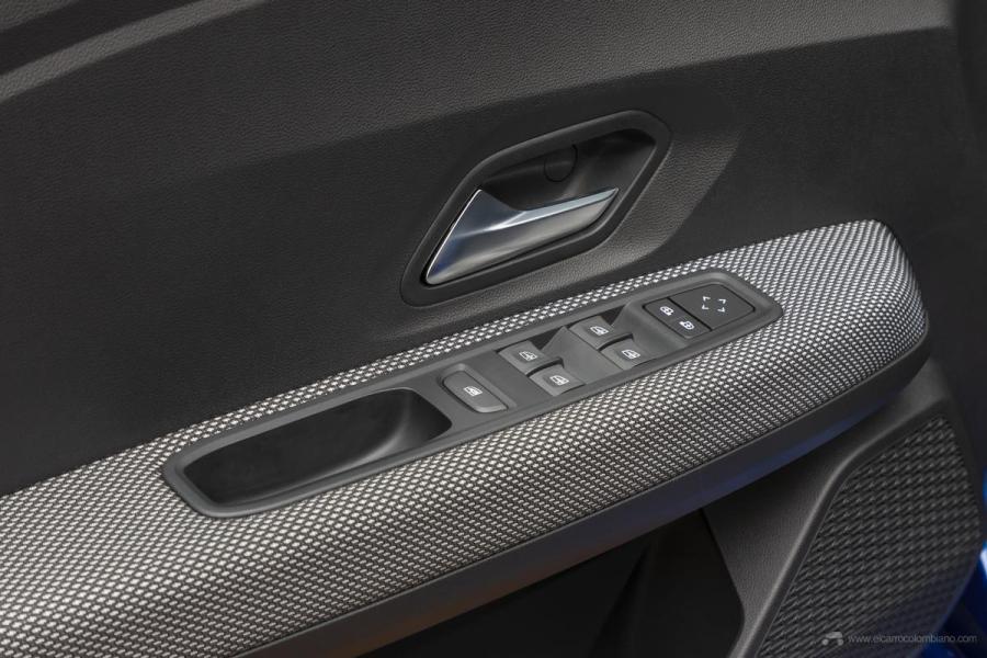 17-2020-New-Dacia-SANDERO-tests-drive
