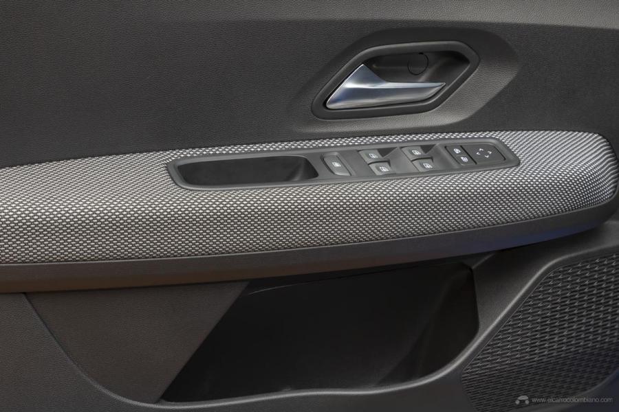 18-2020-New-Dacia-SANDERO-tests-drive