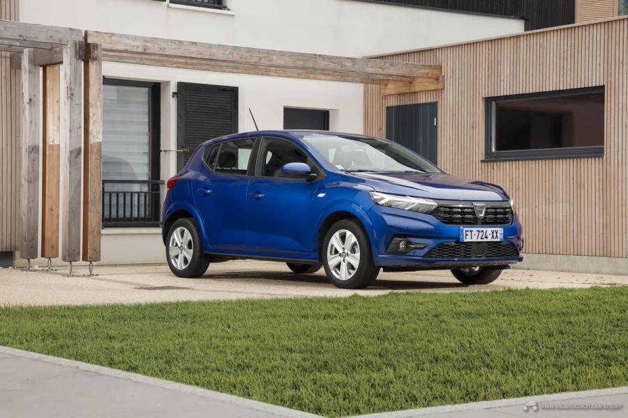 20-2020-New-Dacia-SANDERO-tests-drive