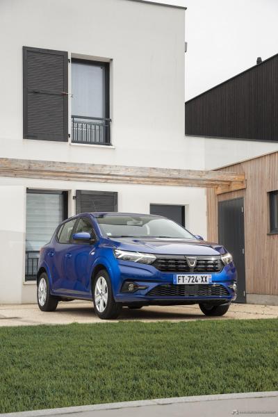 22-2020-New-Dacia-SANDERO-tests-drive