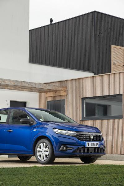 24-2020-New-Dacia-SANDERO-tests-drive