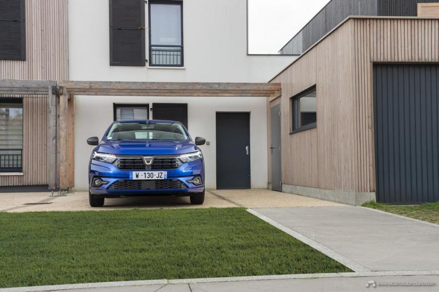 25-2020-New-Dacia-SANDERO-tests-drive