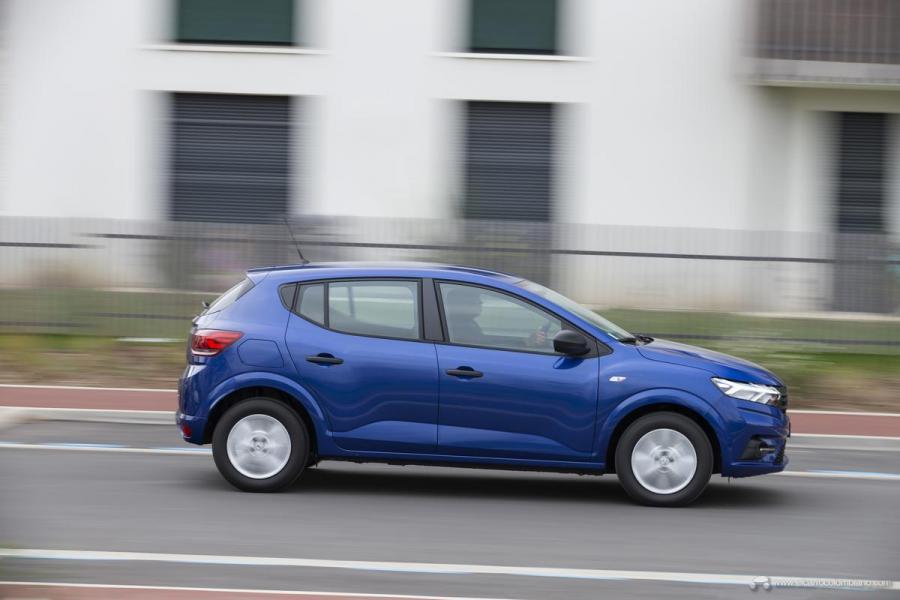 38-2020-New-Dacia-SANDERO-tests-drive