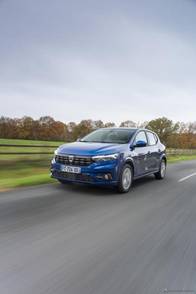 4-2020-New-Dacia-SANDERO-tests-drive