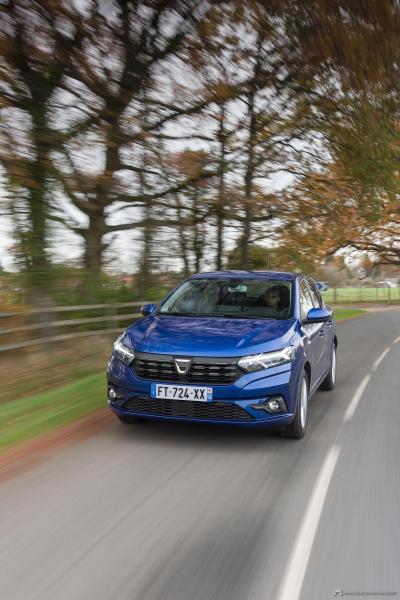 6-2020-New-Dacia-SANDERO-tests-drive